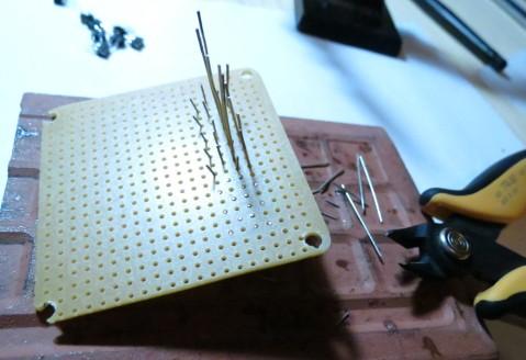 ComprobadorLEDs-CortandoPatillasDeComponentes
